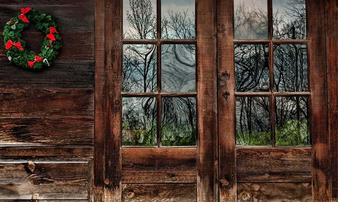rustic-door-with-holy-wreath